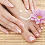Наращивание ногтей ног French в круглосуточном салоне красоты в Президент Отеле на Якиманке