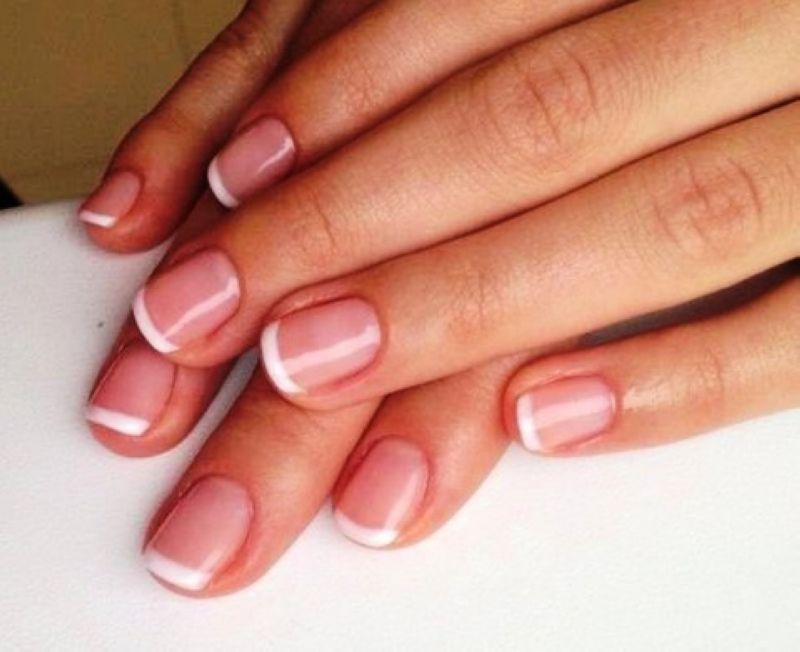 Покрытие ногтей рук лаком в круглосуточном салоне красоты в Москве на Тверской