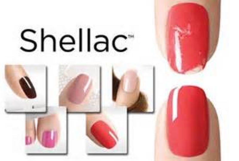 Покрытие ногтей рук Shellaс в круглосуточном салоне красоты в Москве на Тверской