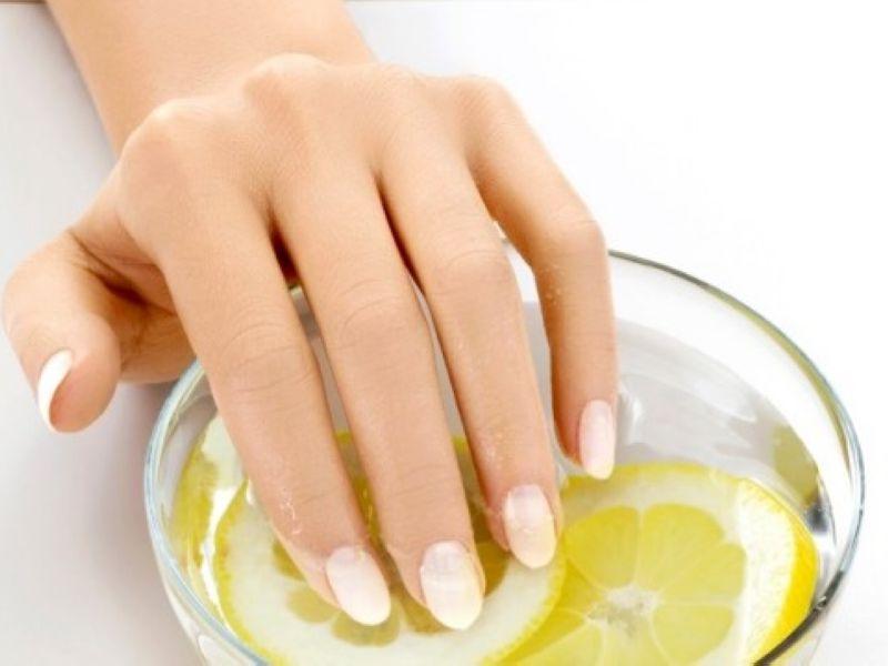 Лечение ногтей рук Spa программа в круглосуточном салоне красоты в Москве на Тверской