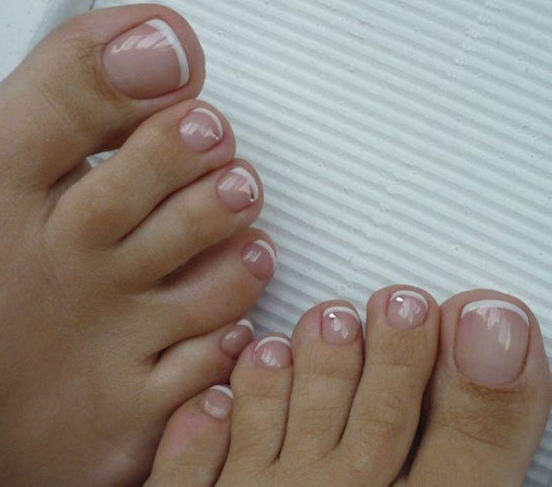 Снятие Shellaс на ногтях ног в круглосуточном салоне красоты в Москве на Тверской