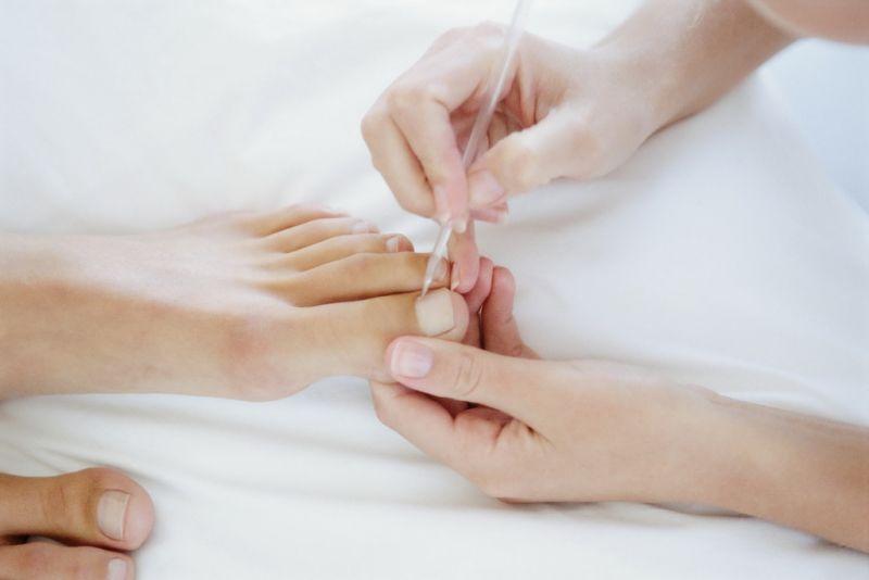 Ремонт натурального ногтя ног в круглосуточном салоне красоты в Москве на Тверской
