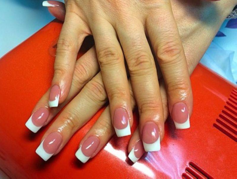 Наращивание ногтей рук French в круглосуточном салоне красоты в Москве на Тверской