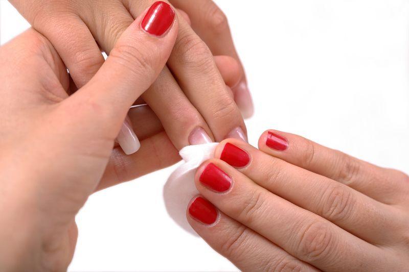 Снятие с ногтей рук лака в круглосуточном салоне красоты в Москве на Тверской