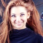 Сушка феном волос после процедур и услуг в круглосуточном салоне красоты в Президент Отеле на Якиманке