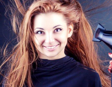 Сушка феном волос после процедур и услуг в круглосуточном салоне красоты в Москве на Тверской
